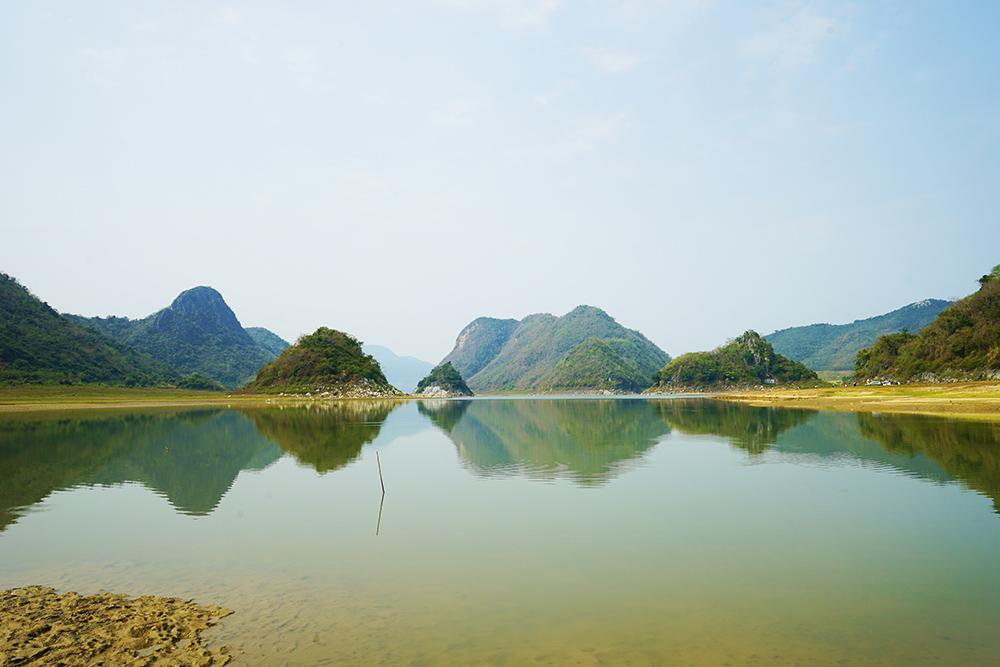 """俄贤岭位于海南西南部东方市境内,又称""""俄娘九峰山"""",层峦叠翠,秀水"""