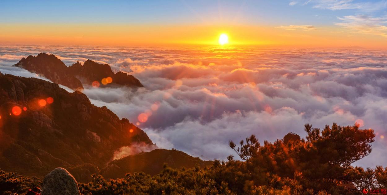 由于受较强冷空气的影响,安徽黄山风景区先后经历了多次降雨